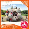 Kind-im Freienpark-Schloss-Felsen-Kletternwand-Spielplatz