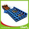 Parque do Trampoline com salto livre