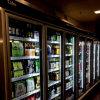 Glastür-Weg im Kaltlagerungs-Raum für Getränk