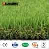 Jardín que ajardina la hierba sintética al aire libre