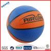 Poco baloncesto de goma en dos colores