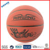 Pequeña bola del baloncesto para los estudiantes