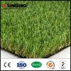 Hierba verde que pone artificial decorativa del balcón