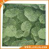 Fogli di verde del materiale da costruzione a buon mercato che modellano le mattonelle di pavimento di ceramica