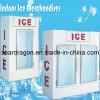 Especialista das técnicas mercantís interno do gelo para sacos de gelo