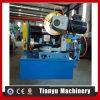 Azulejo que nivela el tubo de la alcantarilla de la bajada de aguas que hace la máquina