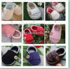 Le crochet de bébé chausse chaussures fabriquées à la main infantiles de marcheur d'oisifs de bébés de butins de garçons les premières