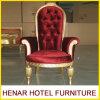 贅沢で高貴なソファー赤いファブリック木の金の王位の椅子