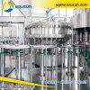 L'eau de seltz rinçant la machine remplissante et recouvrante