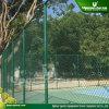 テニスコートの塀のチェーン・リンクの塀