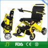 障害者のための電動車椅子のスクーターを折っているライト級選手