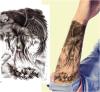 La pluma negra de moda se va volando etiquetas engomadas temporales impermeables del tatuaje
