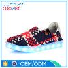 中国の製造者新しいデザイン男女兼用LEDスニーカーの偶然の人の靴