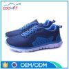 方法は女性のスポーツの靴、網プリントスポーツの靴を遊ばす