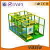 Parque 2015 interno das crianças do mini campo de jogos verde de Vasia