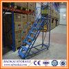 Seguridad de acero del almacén que rueda la escala móvil de la plataforma con las barandillas