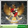 10 ans d'expérience d'usine de Huahui adaptent l'emblème aux besoins du client en métal de forme d'aigle