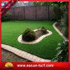 봄 훈장 인공적인 잔디를 정원사 노릇을 하는 인공적인 플라스틱 잔디 정원