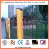 溶接された鉄条網のパネル