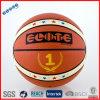 Bolas laminadas del baloncesto que alinean el número 1