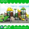子供のゲーム装置の屋外の運動場