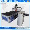 Buscar el grabado de la carpintería 3D de los distribuidores que talla el ranurador del CNC que muele