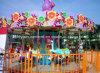Le carrousel joyeux vont le tour animal de parc d'attractions de rond