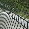 PVCによって塗られる溶接された三角形は庭の金網の塀を曲げる