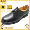 本革の人のオフィスの靴