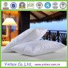 Помытая белая подушка пера утки