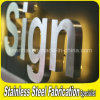 Anunciando a letra do alfabeto do sinal da letra do aço inoxidável