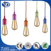 Lámpara pendiente de la vendimia con el sostenedor de cobre colorido de la lámpara con la cuerda