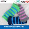 Medios calcetines rayados del ejercicio de Pilates de la yoga de las puntas