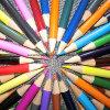 Farben-Bleistift mit Firmenzeichen-Drucken auf Bleistift und Paket