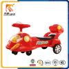 La torcia elettrica dell'automobile dell'oscillazione del bambino di musica scherza l'automobile dei giocattoli