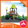 Kind-Plastikplättchen-Spielzeug-im Freienspielplatz-Gerät