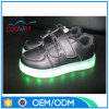 中国OEM大人LEDの軽いスニーカーの明るい偶然の点滅の靴