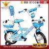 vélo bleu du gosse 16 avec le dos et le panier d'arrière