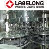 機械を作る清涼飲料の瓶詰工場か炭酸塩化された飲み物