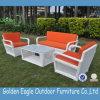 La mobilia bianca del rattan del patio ha munito l'insieme del sofà