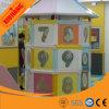 Piramide elettrica del piccolo campo da giuoco dell'interno