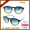 Klassische Sonnenbrillen der spätesten Qualitäts-F7633 mit Himmel-Blau-Objektiv