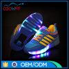 El alto talón embroma los zapatos de destello del patín de ruedas del LED con la rueda