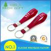 Kundenspezifischer Silikon-Armband-Schlüssel-Halter/Schlüsselring für Großverkauf