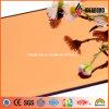 居間の室内装飾のオレンジミラーのアルミニウム羽目板