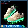 星パターンステッチの子供LEDのズック靴は偶然のスニーカーをつける