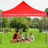 折るFamliyのイベントの赤い望楼のテント
