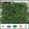 屋外の緑の人工的な葉の美化