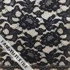 Черная флористическая конструкция ткани шнурка