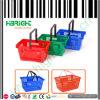 Panier à provisions de main de supermarché avec la couleur différente